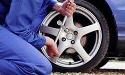 Как быстро и правильно самому заменить пробитое колесо